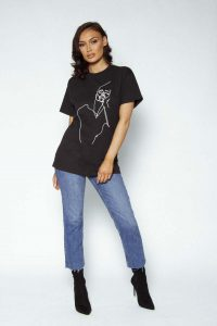 Face me oversized tshirt black 3 200x300 - Face-me-oversized-tshirt-black (3)