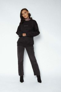 logo sweater black 124 200x300 - logo-sweater-black (124)