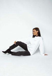logo sweater white 119 205x300 - logo-sweater-white (119)
