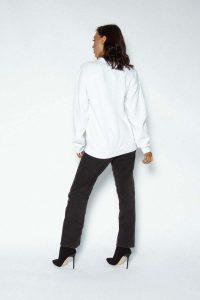 logo sweater white 121 200x300 - logo-sweater-white (121)