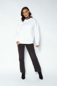 logo sweater white 200x300 - logo-sweater-white