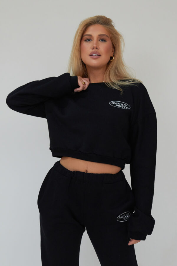 Awfully Pretty0023 1 600x900 - AP Oval Cropped Sweatshirt in Black