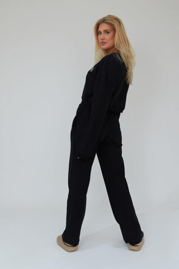 Awfully Pretty0032 1 600x900 - AP Oval Cropped Sweatshirt in Black