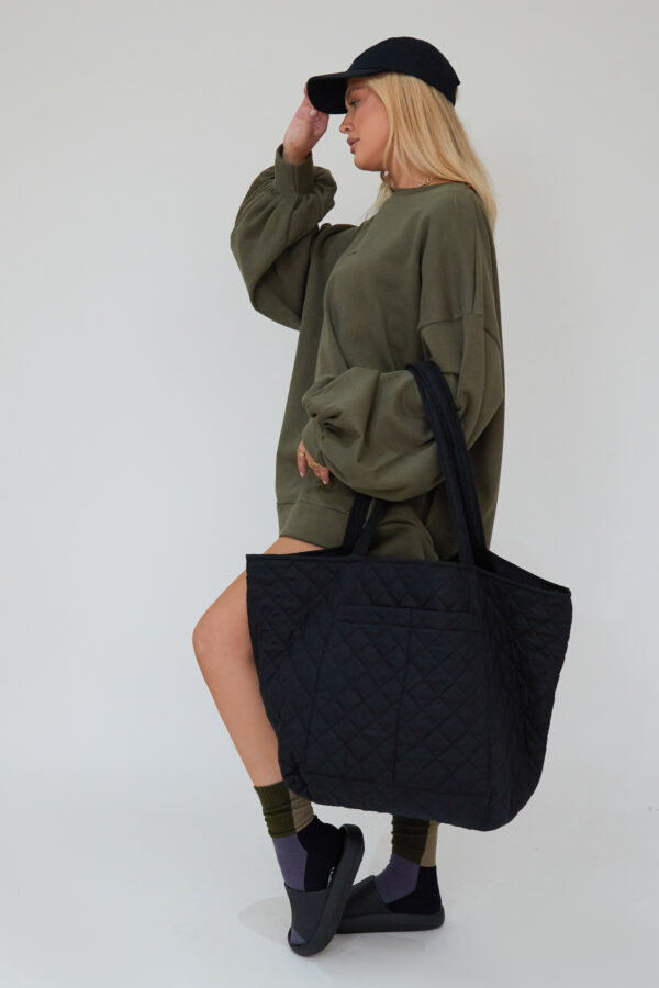Awfully Pretty0113 2 600x900 - Quilted Oversized Bag