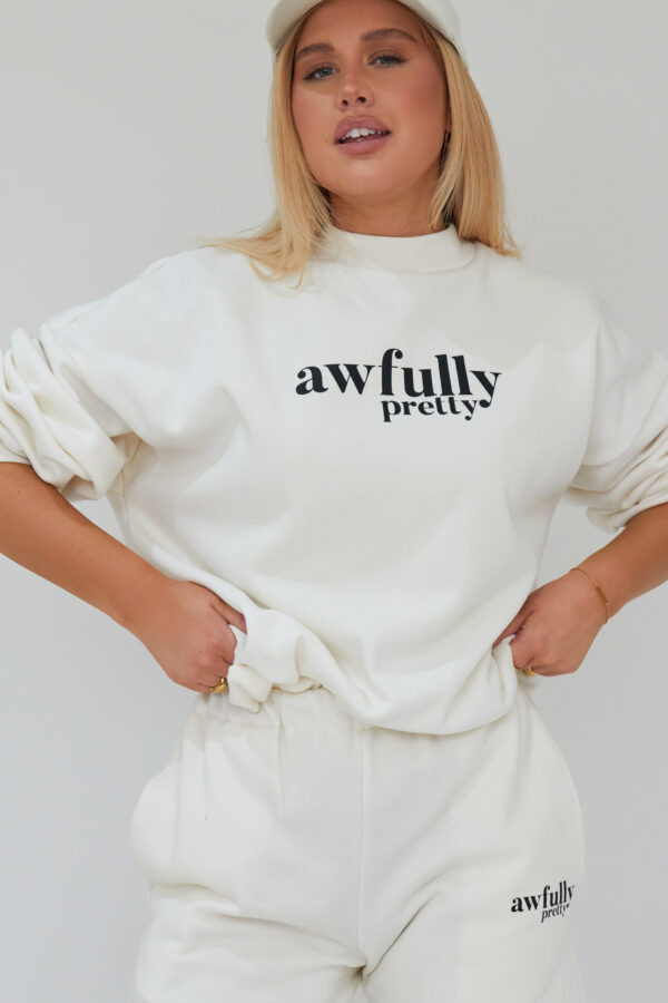 Awfully Pretty0117 1 600x900 - AP Contrast Sweatshirt in Ecru