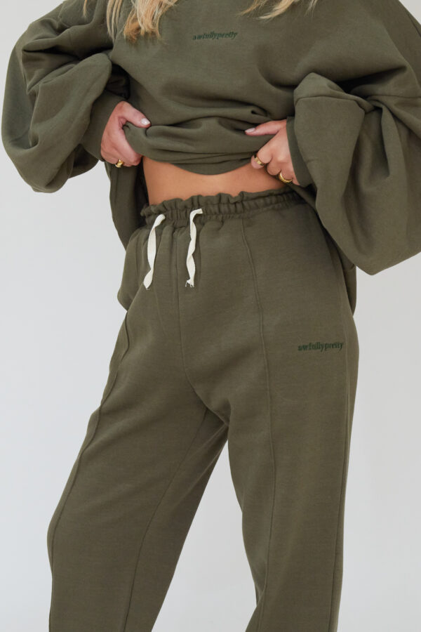 Awfully Pretty0189 1 600x900 - Pintuck Straight Joggers in Khaki