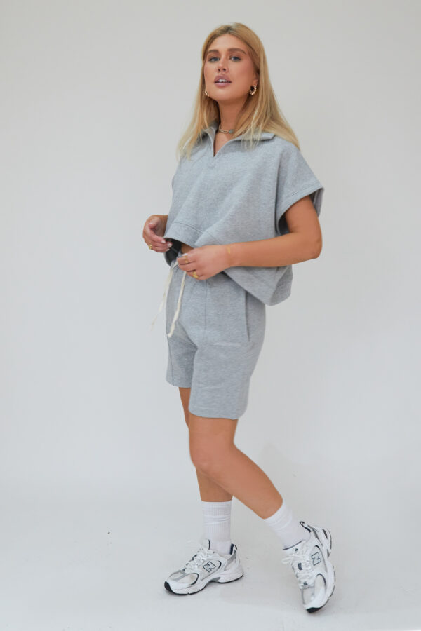 Awfully Pretty0656 600x900 - Oversized Polo Vest in Grey